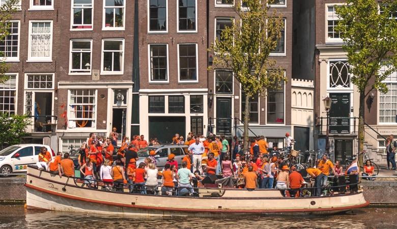 Königstag_in_Holland_Boot