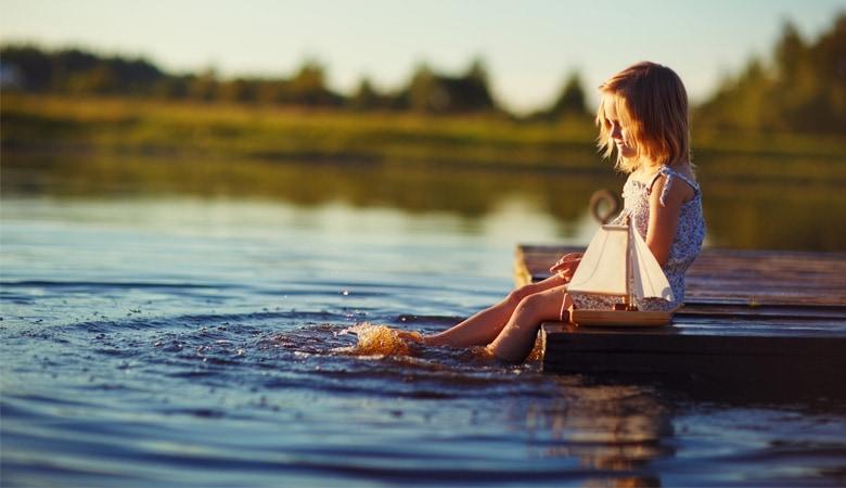 Nachhaltig_Reisen_Wasserverbrauch_MädchenAmSee