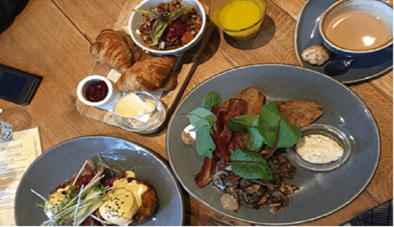spät frühstücken in amsterdam