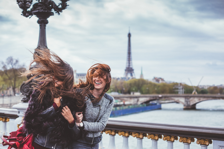 Friends in front of the Eiffel Tower in the storm