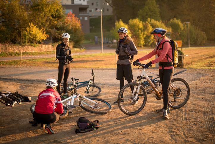 Break of female cyclists