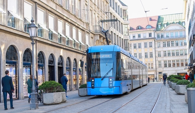 Tram auf der Maximilianstraße